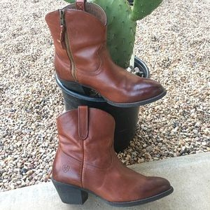 Ariat Boots Darla Brown ankle Booties - Size 9B